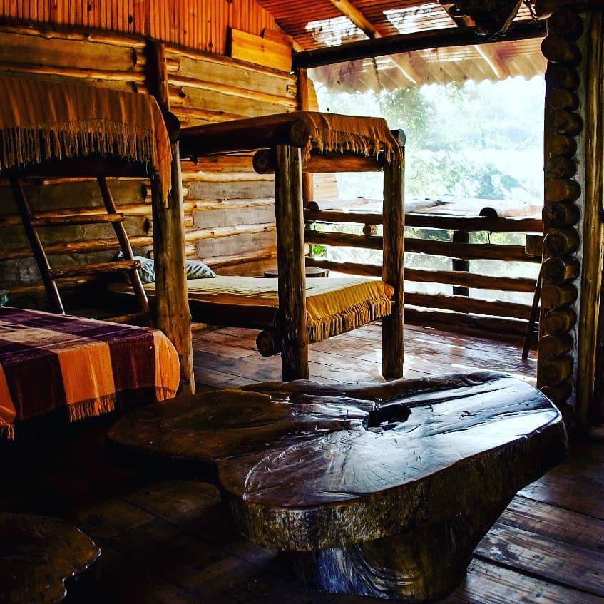 Múltiplas e deliciosas acomodações, quartos diferentes, a natureza lhe abraçando…